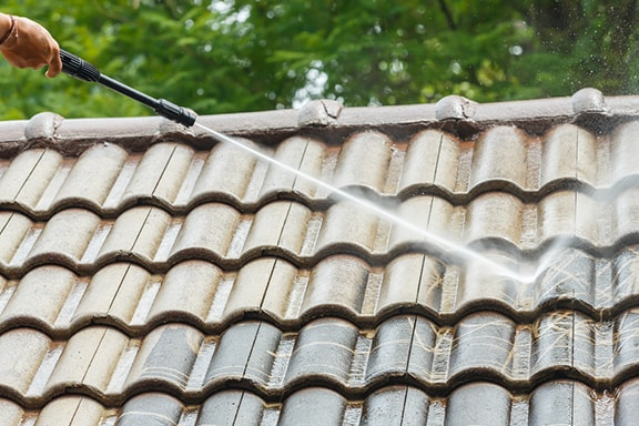 hosing-roof-to-find-leak